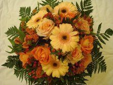Bouquet rond à dominante saumon orange et vert